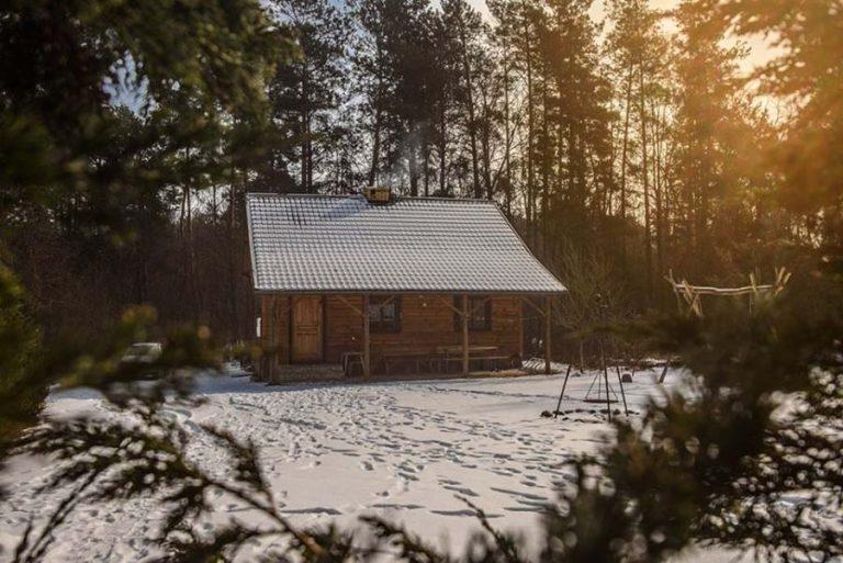 Leśniczówka zimą